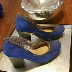 Fun suede pumps w grey patent leather details NWOB